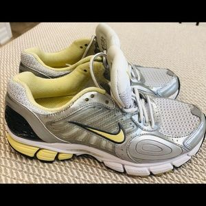 Women's Nike Zoom Vomero 4. Bowerman Series sz 7
